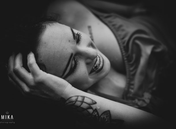 MIKA photography - Portrait Session in Schwarz Weiß
