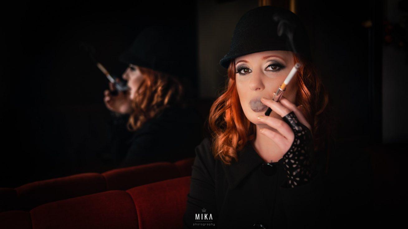 Mika fotografiert Frauke im 60er Style